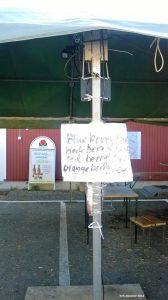 Marjanostajat eivät vaivaudu hinnoittelemaan enää suomeksi ostamiaan marjojaan.